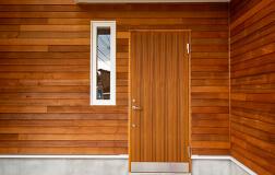 木製玄関ドアの写真
