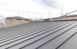 ガルバリウム鋼板の屋根材の写真